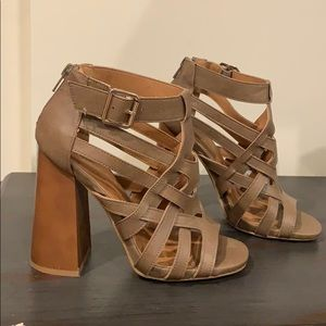 🌸3 for $25 heeled sandals 🌸